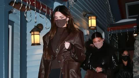 Kendall Jenner zeigt, wie man Leggings mit Stil trägt