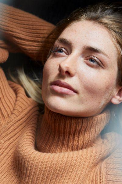 Mentale Gesundheit: So sorgen Singles in den grauen Herbst und Wintermonaten für Intimität und innere Ausgeglichenheit