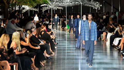 Stars, Looks und Wüste: Das war die spektakuläre Show von Armani in Dubai