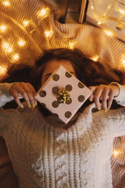 Geschenke der Liebe: Jedes Jahr vor den Festtagen der gleiche Wahnsinn. Dabei stellt sich auch vor Corona-Weihnachten die Frage, ob teuer gleich besser ist