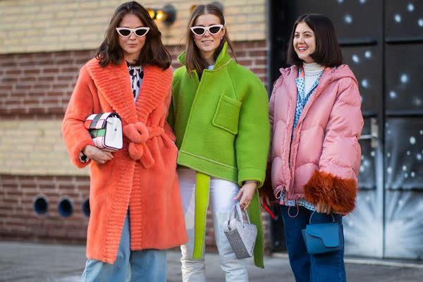 In vs. out: Diese 3 Trendfarben sind im Herbst 2021 out - und diese 3 tragen wir stattdessen