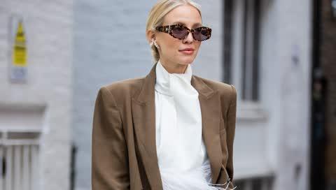 Blusen richtig kombinieren: Diese 5 Fashion-No-Gos sollten Sie vermeiden