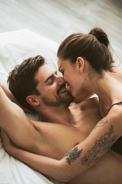 Stellung 69 oder auch kopfüber ins Vergnügen - wir zeigen, wie die beliebte Sexstellung klappt, sodass beide auf ihre Kosten kommen