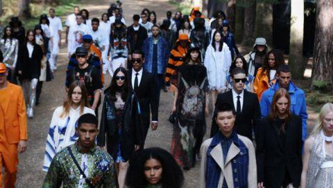 Burberry: 5 Dinge, die Sie über die Fashion Show im Wald wissen müssen (Spoiler: Erykah Badu, Anne Imhof und Haifische spielten alle eine Rolle)