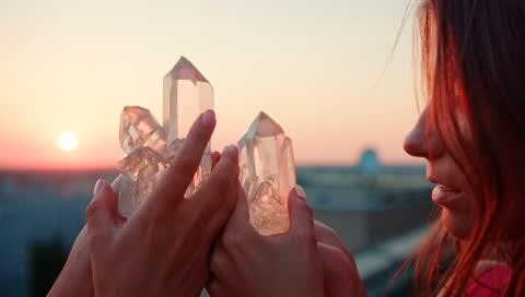 Eine Kristallexpertin verrät die 3 Heilsteine, die Ihre Libido steigern
