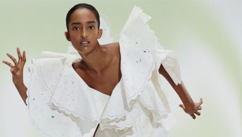 21 weiße Kleider, die Sie im Sommer nicht mehr ausziehen werden (versprochen!)