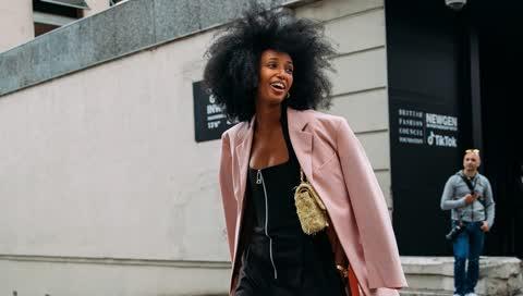 London Fashion Week: Die besten Street-Styles der Schauen für Frühjahr/Sommer 2022