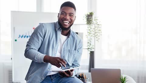 Stress im Job: Mit diesen 7 Tipps bleiben Berufseinsteiger gesund