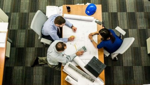 Professionell am Arbeitsplatz: Diese 5 Fehler sollten Sie laut Chefs unbedingt vermeiden