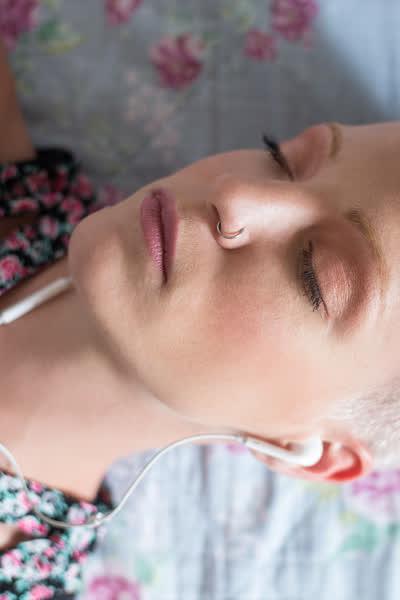 Audio Porn: Erotisches Kopfkino für mehr Spaß beim Masturbieren