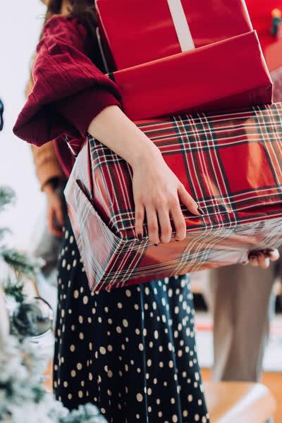 Für Mama, Papa & Co.: Das sind die besten Weihnachtsgeschenke für deine Familie, die du ab 14 Euro shoppen kannst