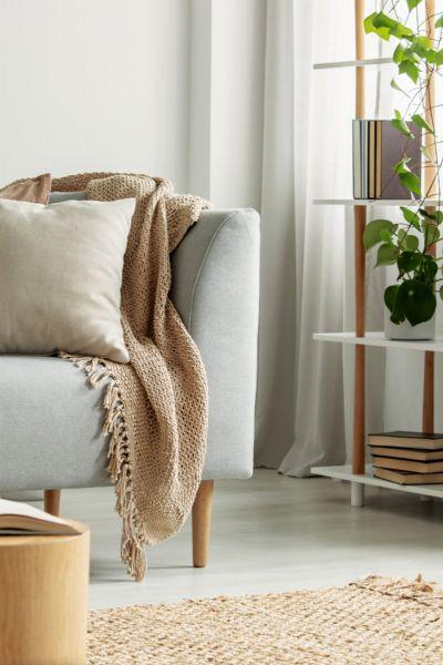 Wohnzimmer-Trends: Diese Möbel, Deko-Artikel & Co. sind 2021 out - und diese in!