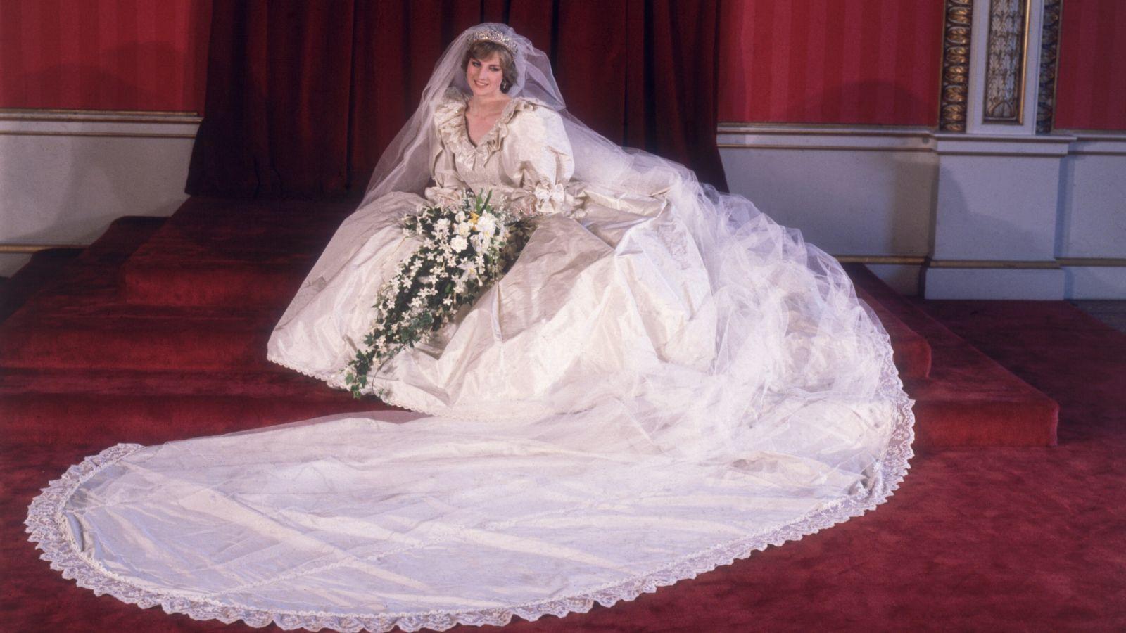 The Crown: Der Trailer zu Staffel 4 zeigt das legendäre Hochzeitskleid von Prinzessin Diana