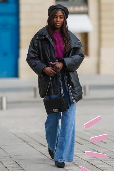Flared Jeans: Die ausgestellten Denim-Hosen sind 2021 wieder super angesagt - und so einfach stylst du sie