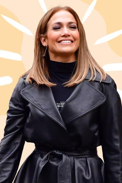 Jennifer Lopez: Die Sängerin macht vor, wie wir XL-Baggy-Jeans im Herbst 2021 tragen - und es sieht so chic aus