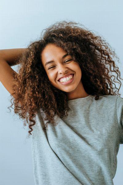 Volumen und sauberes Haar in nur wenigen Sekunden: Das sind die 10 besten Trockenshampoos direkt zum Nachshoppen