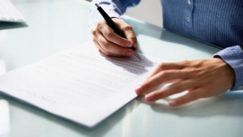 Erster Arbeitsvertrag: Das müssen Berufseinsteiger laut einem Anwalt beachten