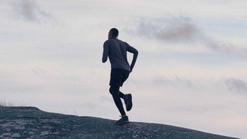 Die neue Sportswear-Kollektion von Arket liefert die perfekten Basics für jedes (Home-)Work-out