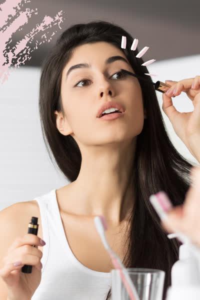 In vs. Out: Diese 3 Mascara-Trends sind jetzt out - stattdessen tragen wir 2021 diese Wimpern-Looks