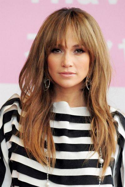 Jennifer Lopez trägt DEN Jeans-Trend 2021 - und du kannst ihn ab 26 Euro bei Zara, Mango & Co. nachshoppen