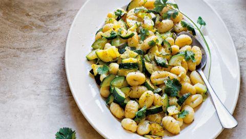 Das beste Rezept für den Sommer: Erfrischender Gnocchi-Zucchini-Salat
