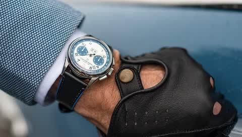 Carl F. Bucherer's neue Heritage Uhr ist jetzt der ideale Begleiter für die Sonntagsfahrt mit der Familie