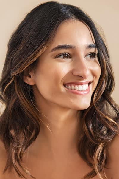 Ultra-leichtes Haaröl für feines Haar: Die Produkt verleiht sofort Glanz OHNE die Frisur fettig aussehen zu lassen