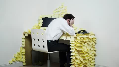 Arbeitsstress bewältigen: So gehen Sie besser mit toxischen Einflüssen um