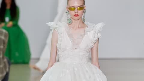 Die Brautkleider von Giambattista Valli bieten für jede Art der Trauung das richtige Modell