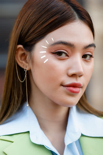 Kitten-Eyeliner: Die filigrane Version des Cat-Eye-Lidstrichs ist der schönste Make-up-Trend des Sommers