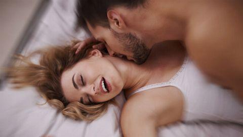 Darum stöhnen Frauen beim Sex wirklich