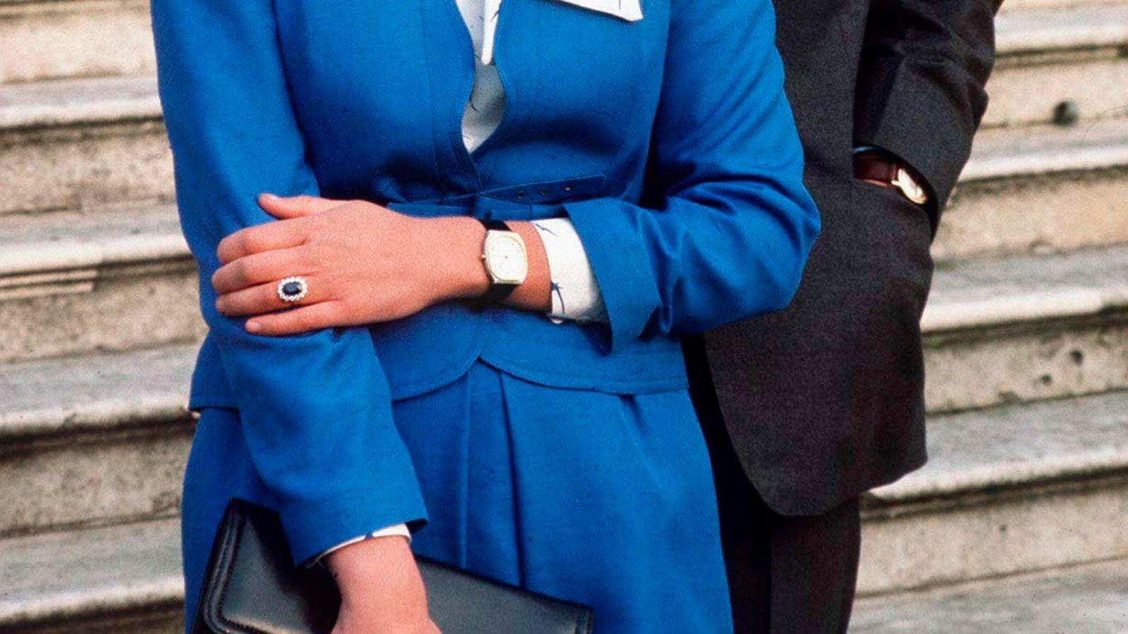 Lady Dianas berühmter Verlobungsring kann jetzt (fast originalgetreu) hier nachgekauft werden