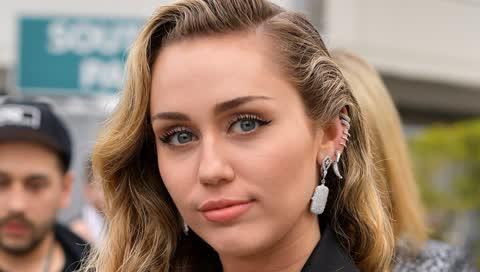 Miley Cyrus spricht von ihrer Alkoholabstinenz - und ihrem Rückfall während der Pandemie
