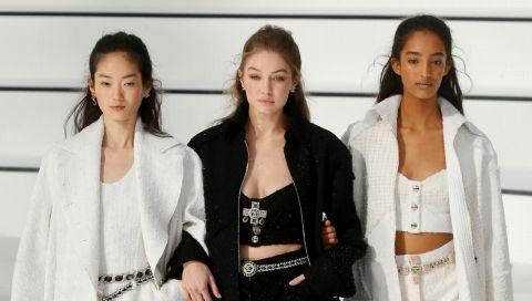 Herbst und Strumpfhosen gehören einfach zusammen - und Chanel hat das perfekte Modell
