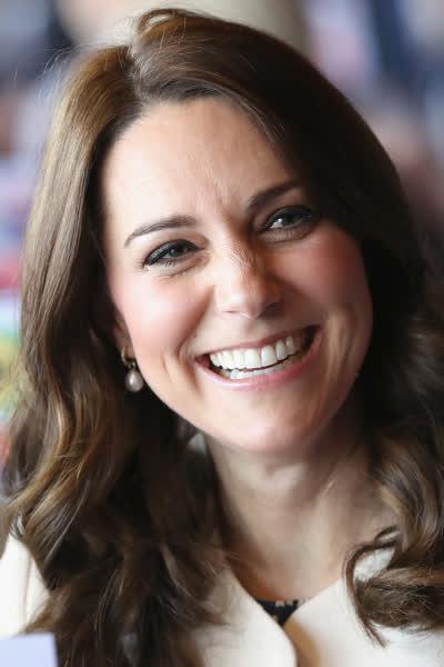 """Kate Middleton: Die Herzogin trägt bei der """"James Bond""""-Premiere einen der größten Herbsttrends - und der ist überraschend alltagstauglich"""