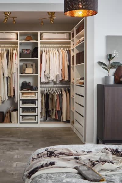 Ordnung im Kleiderschrank: Diese 7 Tipps helfen euch beim Aufräumen und Organisieren