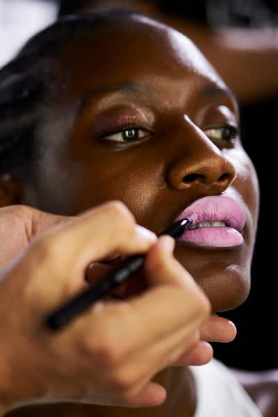Achtung, No-Go! Diese 5 Fehler solltest du beim Auftragen von Lippenstift unbedingt vermeiden