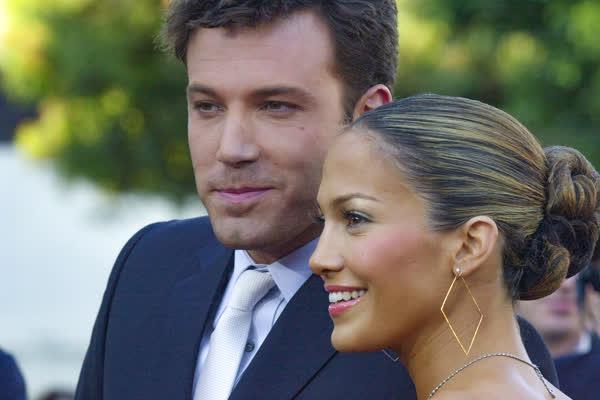 """Endlich! Jennifer Lopez und Ben Affleck machen ihre Beziehung offiziell - und stellen ihr gemeinsames """"Jenny from the Block""""-Musikvideo nach"""