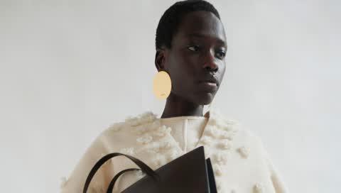 Minimalistische Mode-Basics - diese Kleider und Taschen werden Sie rund um die Uhr tragen wollen, versprochen!