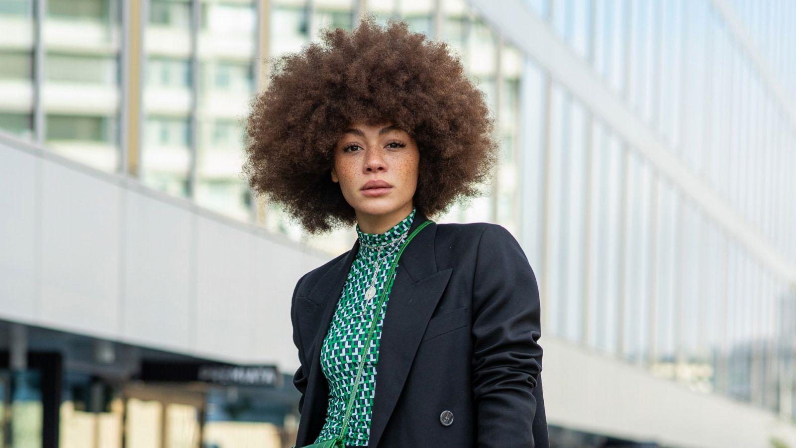 Businessmode: Mit diesem Outfit revolutioniert Julia Dalia unsere Office-Garderobe