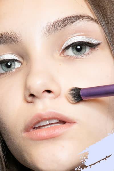 Diesen Make-up-Trick der Profis für tollen Glow musst du testen: So funktioniert Pinpoint Powdering
