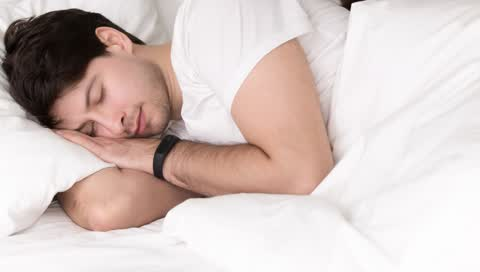Schlaftracker im Test - das sagt unser Experte