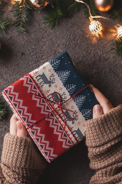 Weihnachtsgeschenk für den Freund gesucht? Das sind die 44 besten Geschenkideen für die bessere Hälfte!