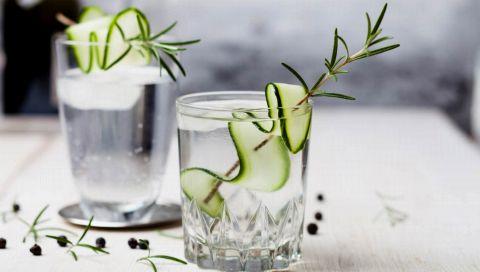 Gin Tonic ist so Prä-Corona! Wir trinken jetzt einen dieser 5 frischen Gin Cocktails für gute Laune