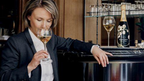 Perrier-Jouët: Wie Séverine Frerson als erste Kellermeisterin des Hauses für Champagnerlaune sorgt