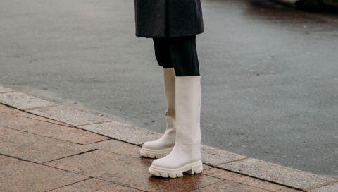 Weiße Chelsea-Boots: Wir verraten, wo Sie die (fast ausverkauften) Trend-Schuhe des Frühlings shoppen können