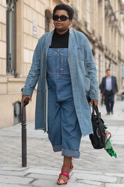 Latzhose: Der gemütlichste Denim-Trend ist zurück - und so stylt ihr die Jeans-Pieces richtig