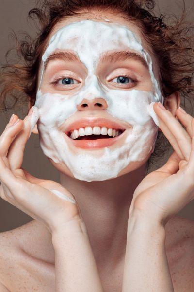 Mehr als nur oberflächliche Reinigung: So funktioniert der Hautpflege-Trend Double Cleansing