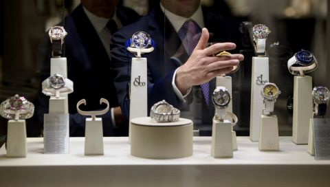 "Jacob & Co.: Uhrenmanufaktur launcht Spezialversion ""Astronomia Everest"""