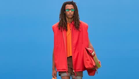 Trendfarbe Rot: Wie wir sie tragen und welche Teile Sie jetzt kaufen können